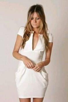 Vestido blanco, con bolsas a los costados