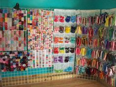 DO you have a CRAP TON of inventory - Hip Girl Boutique Free Hair Bow Instructions--Learn how to make hairbows and hair clips, FREE! Maybe I'll get some new ideas! Girls Boutique, A Boutique, Craft Booth Displays, Display Ideas, Booth Ideas, Hair Bow Display, Craft Storage, Creative Storage, Storage Ideas