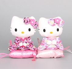 Don't you just wish you bring Hello Kitty in Kimono everywhere you go? Well, now you can! - Perfect for any Hello Kitty fans - While Supplies Last! Limit 10 Per Order Please allow 4-6 weeks for shippi