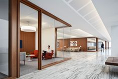 Located on the 36th floor, the Angelo Gordon's Twin Brooks Capital Partners collaboration-focused office has some of the best views of Chicago! The views are accentuated by Architect Stephen Yablon's use of glass partitions, award-winning lighting, and walnut SoundPly Latus Acoustic Wall Panels. #OfficeDesign #SoundPly #Chicago Acoustic Ceiling Panels, Acoustic Baffles, Architectural Lighting Design, New York School, Monterey Bay Aquarium, Mall Of America, Showcase Design, Office Interiors, Architecture Design