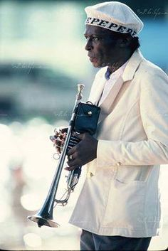 Where can I find this hat Miles Davis wore? Miles Davis, Jazz Artists, Jazz Musicians, Music Artists, Jazz Blues, Blues Music, Music Is Life, My Music, Francis Wolff