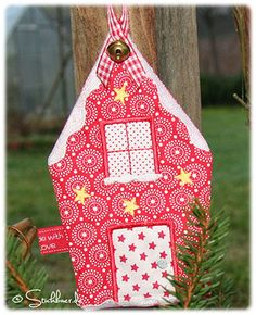 winter house-news.     A German blog but directions with pictures are fine. Isn't it too cute?