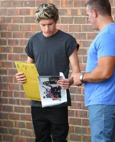 """That's what I look like holding stuff. """"What the heck is this for? Members Of One Direction, I Love One Direction, I Love Him, My Love, Niall And Harry, All I Ask, Funny Boy, Cher Lloyd, Irish Boys"""