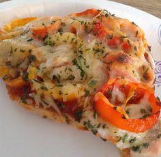NO CRUST CHICKEN BREAST PIZZA *Baking sheet http://brigitblankfitivation.blogspot.com/2015/05/no-crust-chicken-breast-pizza.html?spref=pi