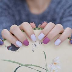 I was so mesmerized by her nails and manicure. I wish I could also get one, but its cost will make m Beautiful Nail Polish, Beautiful Nail Designs, Fabulous Nails, Christmas Nails Glitter, Glitter Nail Art, New Nail Designs, Acrylic Nail Designs, Silver Acrylic Nails, Nail Length