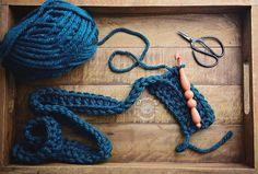 Something for my neck. . . #handmadebyphanessa #crochet #yarn #crocheter #crocheting #crocheters #crochetersofinstagram #crochetaddict #crochetlove #designsbyphanessa #vkdtbo #chunkyknits #knitting #crochetgirlgang #livingcrochet
