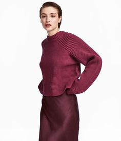Straight-cut, rib-knit sweater in wool with long raglan sleeves. Fashion Now, Fashion Online, Sweater Shop, Sweater Cardigan, Manga Raglan, Shirt Bluse, Cold Weather Outfits, Jumpers For Women, Everyday Look
