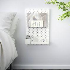Ikea Skadis pegboard- amazing as a nightstand! Ikea Hack Storage, Wall Storage, Bedroom Storage, Ikea Hacks, Storage Ideas, Bedroom Organisation, Smart Storage, Room Organization, Storage Solutions