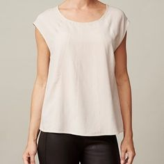 ANTONIE top, sleeveless with seams, silver grey (beige). The top you love because of its softness and because of the lovely fit. This shirt can be worn at work, but also at a party. This shirt will highlight your feminine figure.