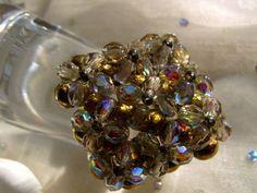 Opulenter Ring in warmen meattischem Funkeln:   Die Kräfte der metalle und ihr geheimnisvolles funkeln sind symbolisiert in diesem starken Ring.  Tr