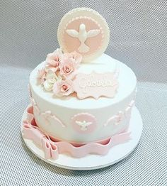Confirmation cake in light pink and ivory! Comunion Cakes, Christian Cakes, Christening Cake Girls, First Holy Communion Cake, Baptism Cookies, Confirmation Cakes, Cupcake Cakes, Cupcakes, Fondant Decorations