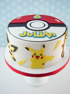 With the launch of Pokemon Go, your kids will be asking for a Pokemon party! Get some fun ideas here with these Creative Pokemon Birthday Party Ideas. Pokemon Torte, Pokemon Go Cakes, Pokemon Birthday Cake, Top Pokemon, Pokemon Cake Pops, Birthday Cakes, Bolo Pikachu, Pikachu Cake, Pokeball Cake