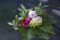 Anglické růže, hortenzie, dlužichy, kapradiny, třešně ptačí.