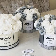 Hat Box Flowers, Flower Box Gift, Flower Boxes, Chanel Room, Chanel Decor, Chanel Birthday Party, Chanel Party, Diy Room Decor, Bedroom Decor