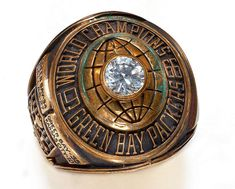 An NFL agent said that he found the lost Super Bowl ring of Seahawks fullback Derrick Coleman while driving in his rental car. Super Bowl I, Super Bowl Rings, Nfl Denver Broncos, Packers Football, Football Baby, Derrick Coleman, Packers Super Bowl, Nfl History, Championship Rings
