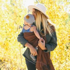 ELBE baby's fall exclusive: Cedar ring sling is the perfect warm color for the season 🍂 $57