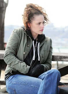 Welcome to Kristen Source; your best source for everything of the talented American actress Kristen Stewart related, best known. Snow White Pictures, Kristen Stewart Movies, American Actress, Movie Tv, Beautiful People, Bomber Jacket, Hollywood, Actresses, Beauty