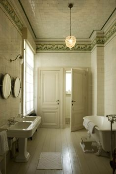 The other perfect bathroom - Hotel Boulevard Leopold, Antwerp