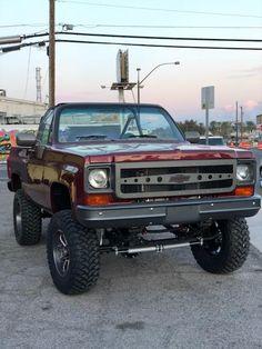 K5 Blazer, Chevy Blazer K5, Lifted Trucks, Cool Trucks, Chevy Trucks, 1984 Chevy Truck, Beach Rides, Buick Regal, Square Body