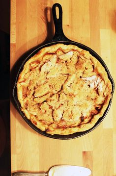 Dot & Lil fall home notes // apple crumb cast iron skillet pie