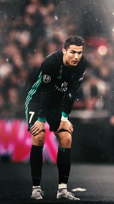 Looking at people better than him. Cristiano Ronaldo Quotes, Cristiano Ronaldo Manchester, Cristino Ronaldo, Cristiano Ronaldo Wallpapers, Cristiano Ronaldo Juventus, World Best Football Player, Soccer Players, Portugal National Football Team, Cr7 Football