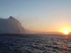 Watch the sunrise at midday ☀️ (Nov '16) #greenland #greenlandpioneer #ilulissat #northgreenland #ilulissaticefjord #icefjord #UNESCO #unescoworldheritage #sailing #glacier #iceberg #sunrise #arctic #kalaallitnunaat #ilovegreenland #nathaniaflies