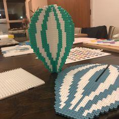 Jeg har indtil videre kun fået lavet den lille ballon færdig, jeg er dog startet på side to af den store ballon. Og som man kan se på billede 2, mangler jeg også kurvene. #anjatakacs #perlerbeads #hamaperler #hamabeads Hama Beads Design, Diy Perler Beads, Perler Bead Art, Pearler Bead Patterns, Seed Bead Patterns, Beading Patterns, 3d Figures, Peler Beads, Fuse Beads