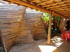 forraçao de muro (bambu mossô) - bar by bambuum, via Flickr
