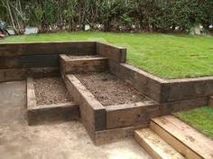 Raised beds built of railway sleepers - Garden with height differences, sloped garden Back Gardens, Small Gardens, Outdoor Gardens, Gardens On A Slope, Small Vegetable Gardens, Railway Sleepers Garden, Sloped Yard, Tiered Garden, Raised Garden Beds