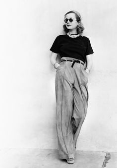 Style Inspiration Joan Bennett Round Sunglasses Pearl Necklace Paper Bag Waist Pants Platforms Vintage Fashion- Could have been shot yesterday Pin Up Retro, Look Retro, Look Vintage, Vintage Mode, Vintage Photos, 1930s Fashion, Look Fashion, Retro Fashion, Vintage Fashion