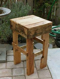 taburete alto de palet de madera
