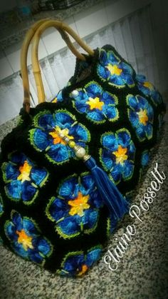 Pic only no patter Crochet Handbags, Crochet Purses, Crochet Hooks, Knit Crochet, Hobo Bag Patterns, Crochet African Flowers, Crochet Beach Bags, Crochet Square Patterns, Knitted Bags