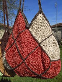 """That& decided, I start creating bags. I start with the bag squares"""", it seems easier to do. Crochet Granny, Filet Crochet, Diy Crochet, Crochet Handbags, Crochet Purses, Sac Granny Square, Granny Squares, Baby Clothes Brands, Crochet Purse Patterns"""