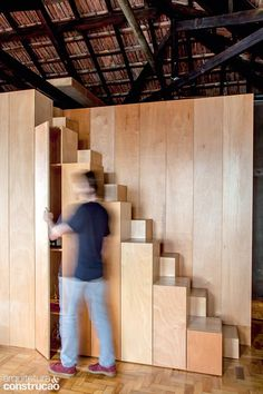 7 stairs that stand out for their beauty, comfort and practicality - staircase Small Space Stairs, Space Saving Staircase, Small Staircase, Staircase Design, Cottage Stairs, Tiny House Stairs, Loft Stairs, Patio Interior, English House