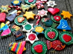 This year, instead of letting the children choose Christmas ornaments from the shops, why not let them make their own ornaments to hang on the Christmas tree. A great craft activity for kids!