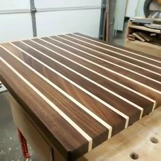 Wood projects - Mаке projects with stepbystep plans even if you don't have a large workshop or expensive tools! Each of the projects are detailed enough to leave nothing to guesswork yet simple Woodworking Techniques, Woodworking Videos, Woodworking Projects Plans, Woodworking Shop, Woodworking Square, Woodworking Chisels, Woodworking Equipment, Woodworking Basics, Woodworking Patterns