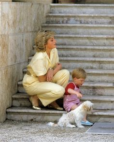 Diana, Princess of Wales & Prince Harry on holiday in Majorca 1987 Princess Diana Photos, Princess Diana Fashion, Princess Diana Family, Real Princess, Princess Kate, Princess Of Wales, Prince Harry Diana, Prince Harry And Meghan, Diana Williams
