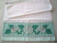 Toalha de rosto (avulsa) DOHLER com barrado bordado em tecido xadrez.  Verifique disponibilidade de cores do tecido no album BORDADO EM TECIDO XADREZ    50 X 80 cm