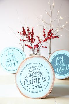 HAPPY Holidays: Faux Hand Painted Signs Tutorial via Tatertots and Jello