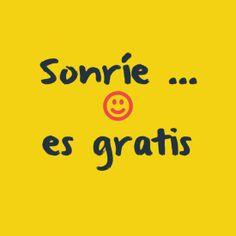 "In-your-face Poster ""Sonríe ... es gratis"" #219792 - Behappy.me"