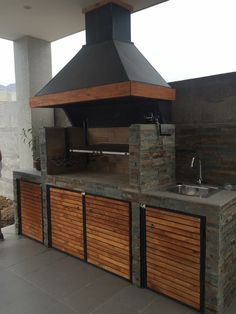 Fantastic Totally Free Fireplace Outdoor grill Suggestions Planning for an Outdoor Fireplace? Outdoor fireplaces and fire pits create a warm and inviting area Outdoor Bbq Kitchen, Backyard Kitchen, Outdoor Kitchen Design, Backyard Patio, Outdoor Kitchens, Rustic Outdoor, Outdoor Cooking Area, Outdoor Kitchen Cabinets, Built In Braai