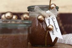 Gebrannte Mandeln als Mus - Das ist weihnachtliche Vorfreude pur! Als Brotaufstrich, zum Löffeln oder zum Verschenken die perfekte süße Sünde.