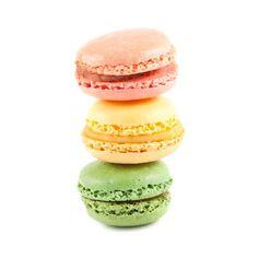 Традиционные французские красочные Macarons на белом фоне Фотография, картинки, изображения и сток-фотография без роялти. Image
