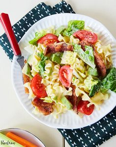 BLT Pasta Salad - PureWow Quinoa Salat, Avocado Salat, Chipotle Mayo, Easy Dinner Recipes, Pasta Recipes, Dinner Ideas, Salad Recipes, Baby Recipes, Crowd Recipes