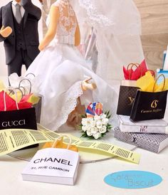 caraarteembiscuitDetalhes dos noivinhos #compras 🛍#caraarteembiscuit #noivinhospersonalizados 🎀🎁#caketopper #weddinginvitation #vestidodenoiva #love #louisvuitton #chanel #carmensteffens #casamento #wedding #weddingcake #topodebolo #topodebolopersonalizado #weddingdress #topodebolocasamento #noivinhos #biscuit #weddingcaketopper #casacomigo ❤ Orçamentos: caraarteembiscuit@yahoo.com.br, ou envie uma mensagem inbox na página https://facebook.com/caraarteembiscuit