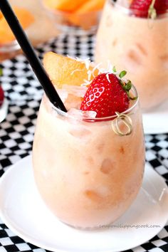 Cantaloupe and Coconut Berry Agua Fresca - a light and refreshing drink with a touch of mint made in minutes Smoothies, Juice Smoothie, Smoothie Drinks, Smoothie Recipes, Juice Recipes, Summer Drinks, Fun Drinks, Healthy Drinks, Cold Drinks