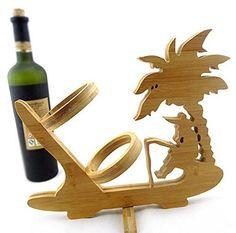 Un suport de vin cu palmier si pescar pentru pasionati un cadou sublim pentru orice barba
