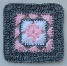 Afghan block ||/ ♡ WOULDN'T THIS BE ADORABLE IF THEY USED REALLY, REALLY