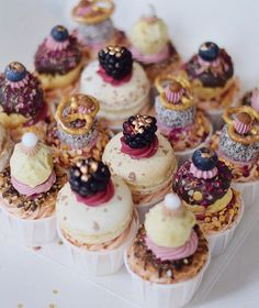 ✨ PRETTY CUPCAKES ✨ #lifeofpieamsterdam #amsterdam #cupcakes #love #cake #christmas #food #night #friends #family #macarons Pretty Cupcakes, Fun Cupcakes, Cupcake Cakes, Cupcakes Design, No Bake Desserts, Dessert Recipes, Small Cake, Specialty Cakes, Banana Recipes