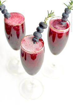 Blueberry Bellini Recipe | http://shewearsmanyhats.com/blueberry-bellini-recipe/